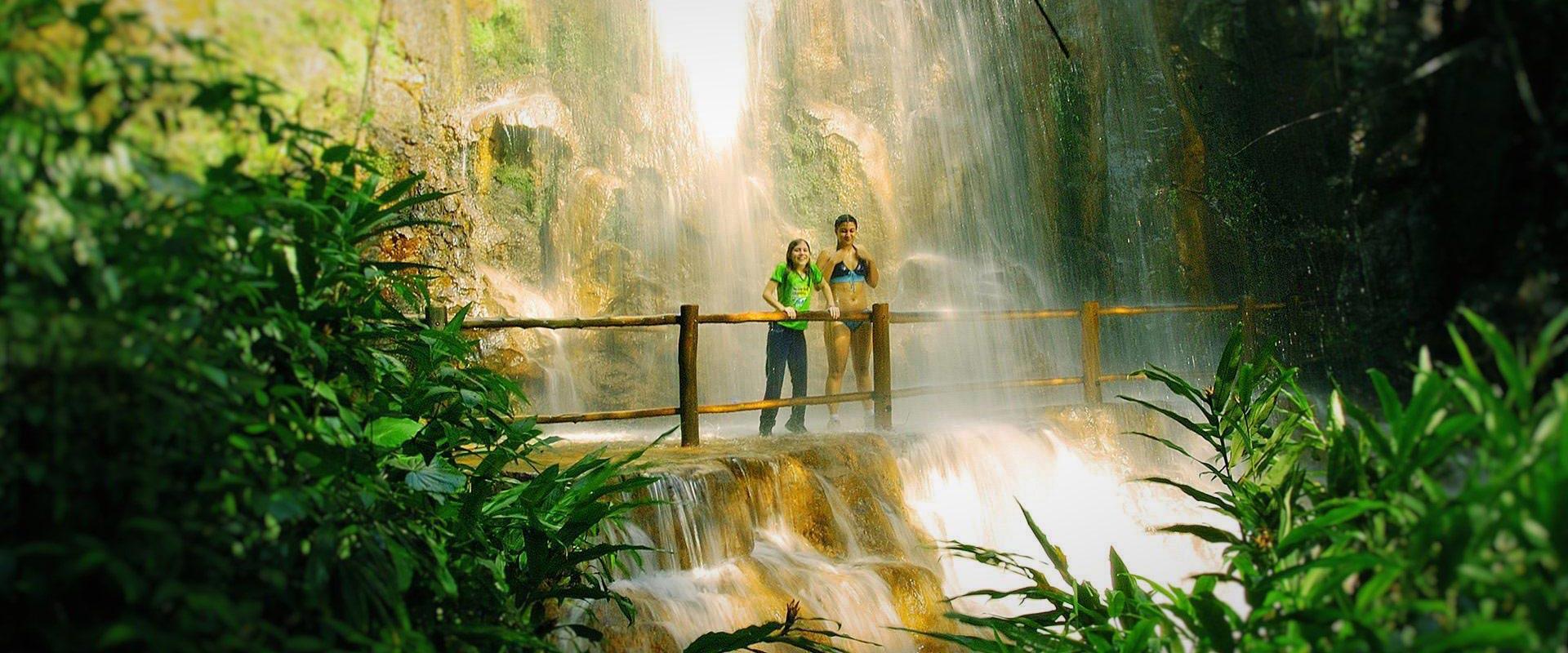 banho-cachoeira-rencanto-das-cachoeiras-brotas