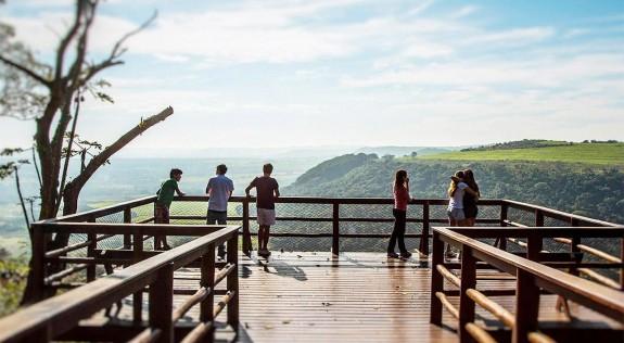 deck-contemplacao-recanto-das-cachoeiras-brotas